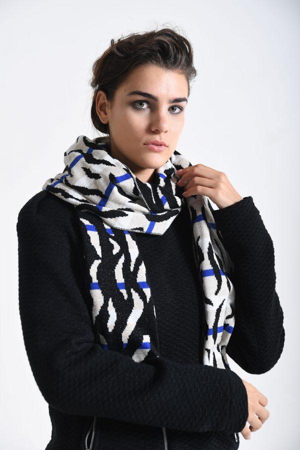 scarf zola